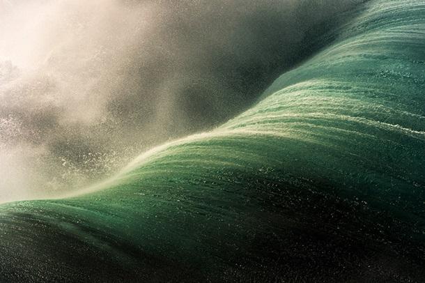 Страдающий дальтонизмом фотограф показал, какими он видит волны