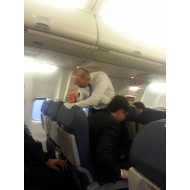 ФОТО: Яценюк летел во Францию эконом-классом