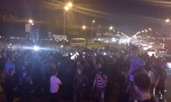 ФОТО: Драка на стройке на Осокорках: ранены 15 милиционеров