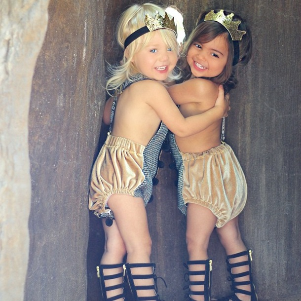 Девочки малышки голеньки фото 353-597