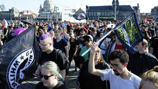 Жители Дрездена вышли на улицу в поддержку мигрантов