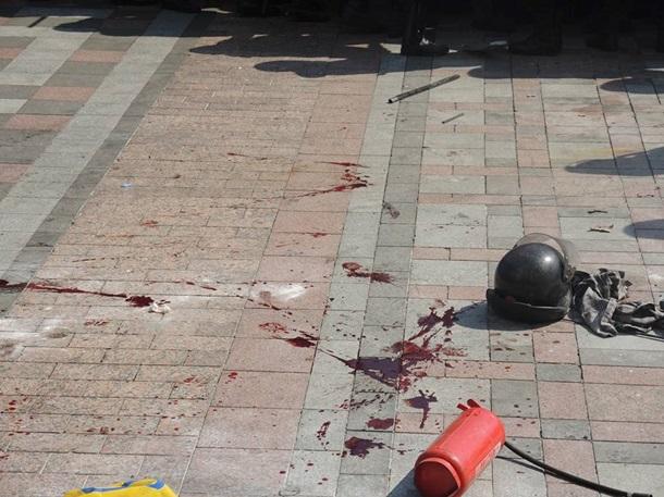 В Киеве происходит штурм Верховной Рады: гремят взрывы, есть раненые (фото, видео) (обновляется)