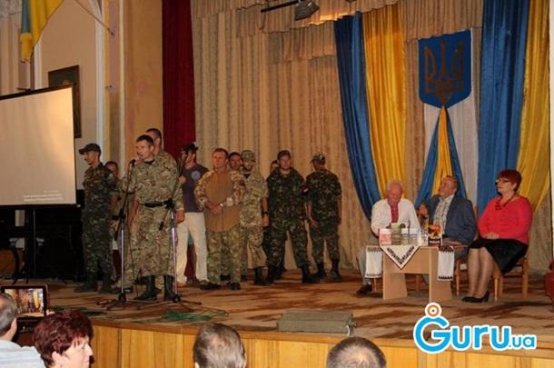 УСтрию представники «Правого Сектору» облили Василя Базіва свинячою кров'ю