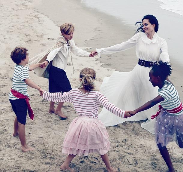 Джоли с детьми             Vogue