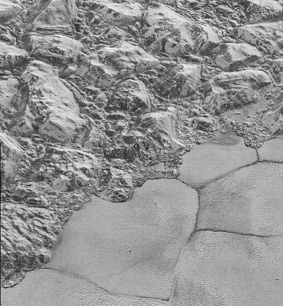 NASA опубликовало детальные снимки Плутона