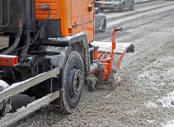УКиєві сніг прибирають 500 машин тапонад 5 тисяч осіб