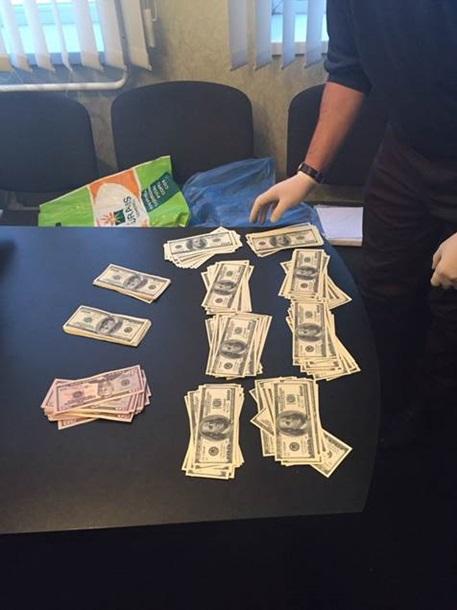 Фото: Полицейский на Полтавщине пойман на взятке в $30 тысяч
