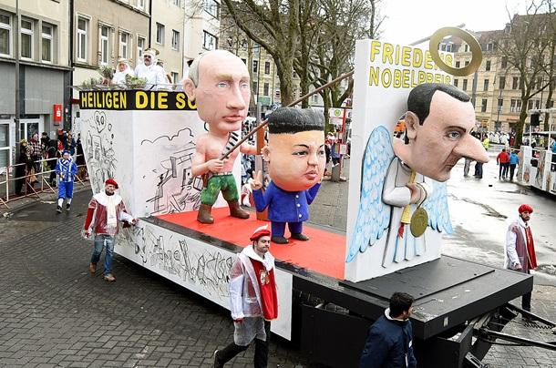 Путин с конем и мечом: фото дня