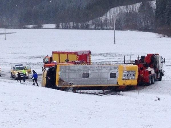 Во Франции в ДТП попал школьный автобус: двое детей погибли