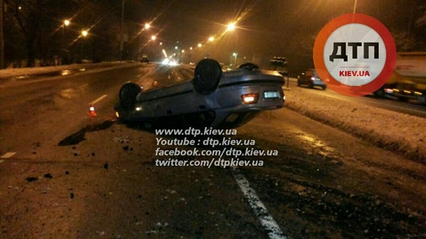 Многочисленные аварии произошли в Киеве из-за гололёда