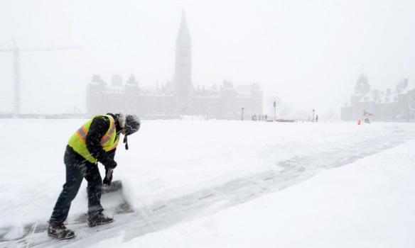 Оттаву накрыл рекордный за 70 лет снегопад