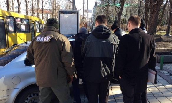 Сотрудник прокуратуры задержан за взятку в 10 тысяч долларов