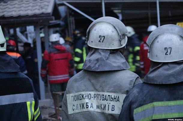 Движение транспорта в Киеве ограничено из-за обрушения дома