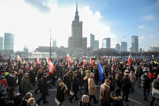 Тысячи поляков вышли на акцию в поддержку экс-президента