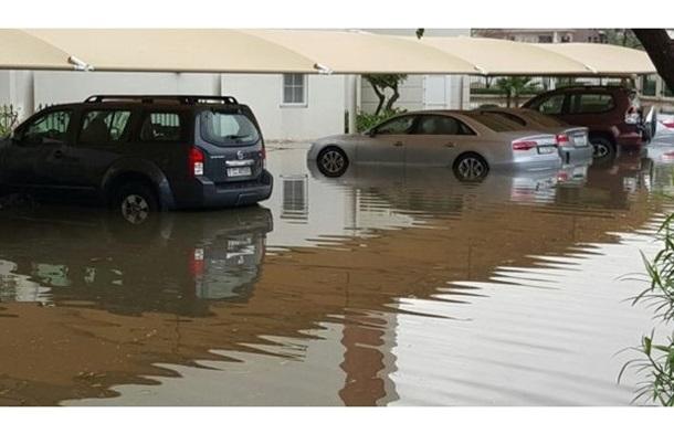 Дожди затопили Дубаи и Абу-Даби