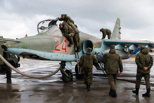 Исход из Сирии и праздник в Крыму: фото дня
