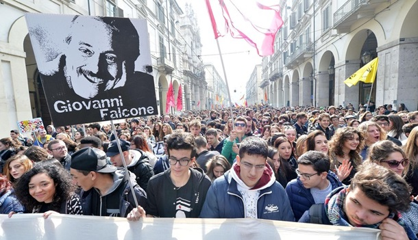 "Носки Саакашвили и ""поцелуй Путина"": фото дня"