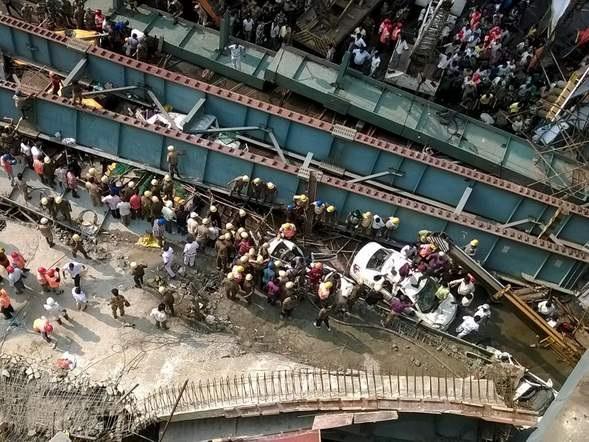 В Индии обрушилась эстакада: более десяти жертв