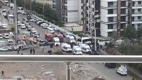Всети интернет появилось видео теракта вТурции, где погибли 7 полицейских
