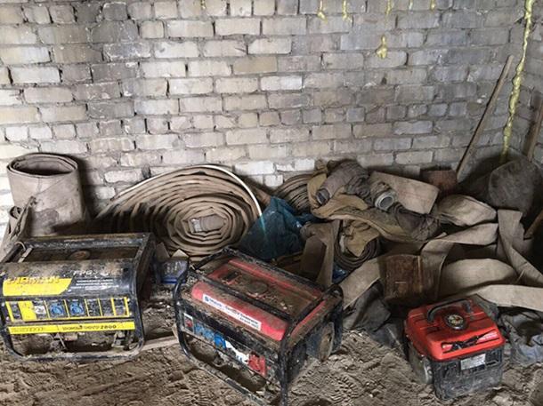 Работников милиции иСБУ разоблачили в«крышевании» добычи янтаря вРовенской области