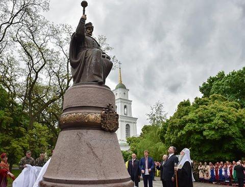 Порошенко в Полтаве открыл памятник Ивану Мазепе