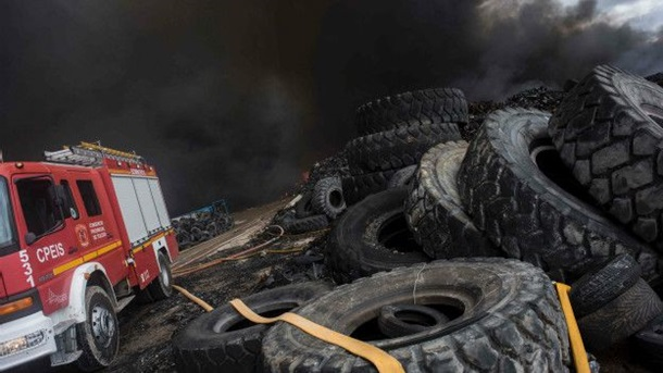 Пожар на свалке шин в Испании: тысячи эвакуированы
