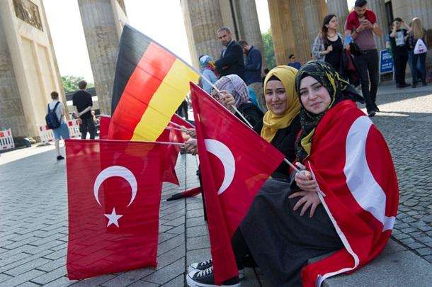 Мыотзываем посла изГермании для консультации— Турецкий премьер