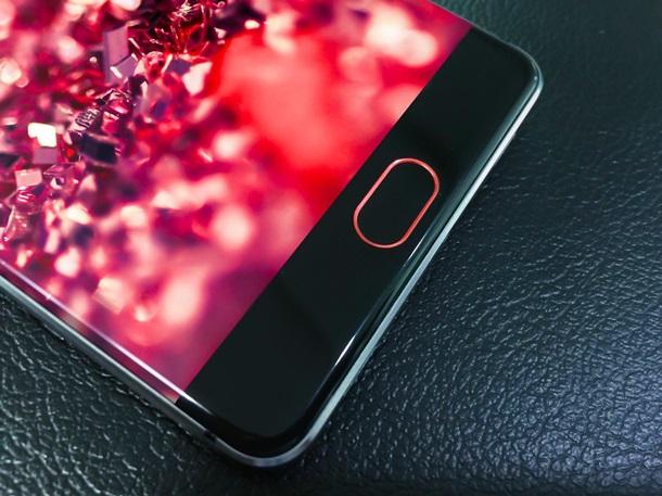 Китайці представили потужний безрамковий смартфон