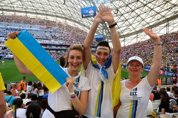 Драка футбольных фанатов Польши иУкраины угодила вСеть