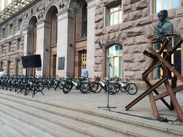 ВКиеве патрульная милиция получила 100 велосипедов