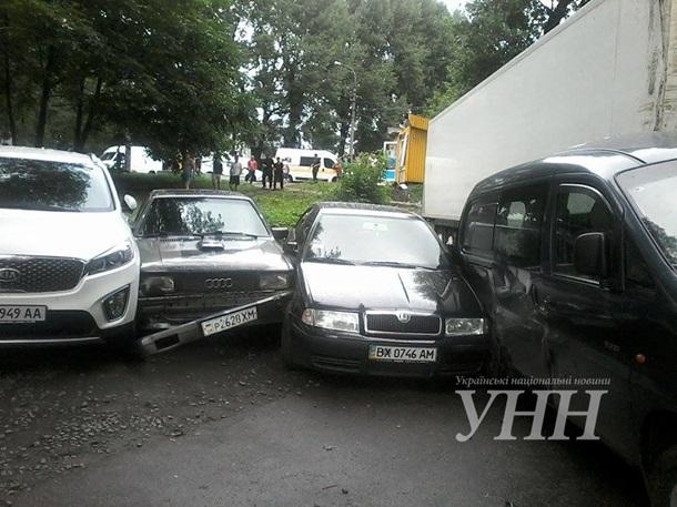 В Хмельницком грузовик протаранил четыре авто