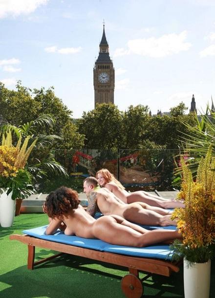 В центре Лондона открыли террасу для нудистов