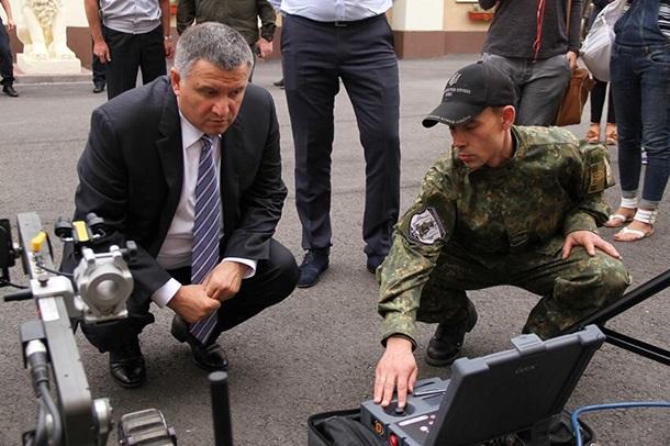 Аваков намерен закупить роботов-саперов
