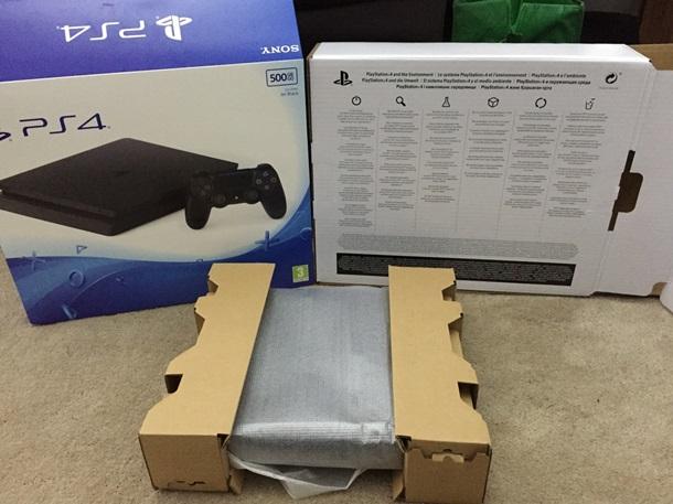 В сеть утекли фото новой PlayStation 4