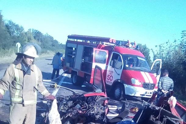 Под Чугуевом пассажирский автобус столкнулся синомаркой: есть погибшие