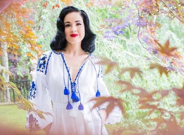 Дита фон Тиз покрасовалась веще одной вышиванке отукраинского дизайнера