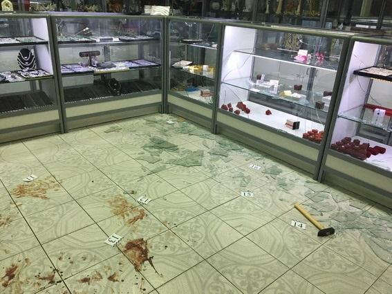 Вооруженные преступники напали наювелирный магазин вКиеве