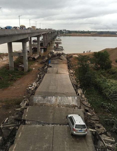 Происшествие вКитайской республике: обрушился автомобильный мост