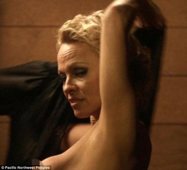 49-летняя Памела Андерсон полностью обнажилась вновом кинофильме