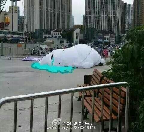Огромный шар, напоминающий луну, летает над китайским Фучжоу