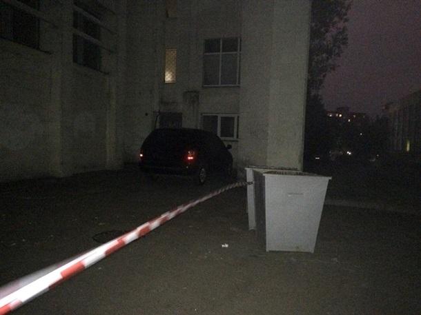 ВКиеве мужчины вформе снадписью «СБУ» похитили сумку смиллионами
