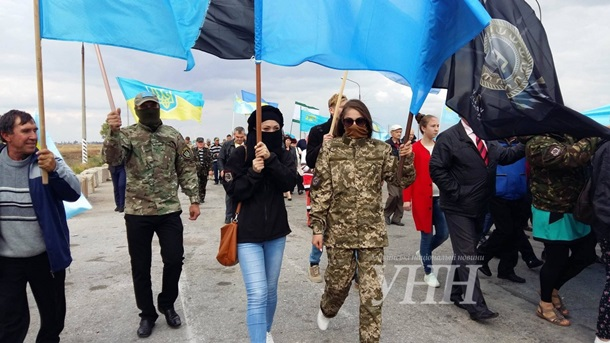 Участники блокады Крыма прошли шествием кадмингранице сполуостровом