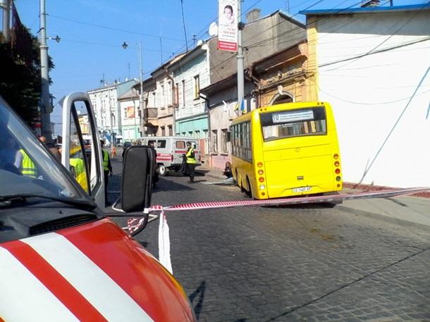 ВЧерновцах шофёр маршрутки потерял сознание изадавил пешехода