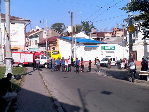 ВЧерновцах шофёр маршрутки сбил пешехода иврезался вдом