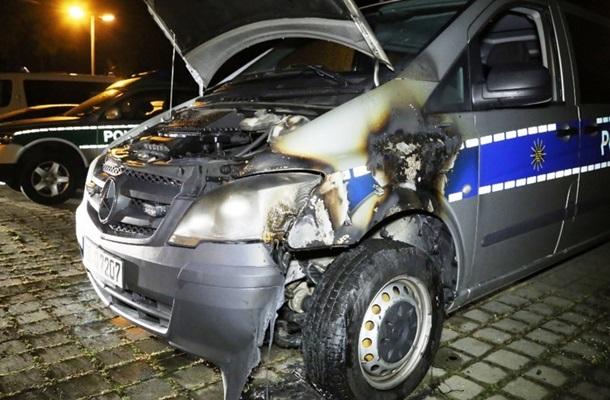 Три автомобиля милиции подожгли вДрездене