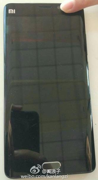 В сеть слили первые живые фото Xiaomi Mi Note 2
