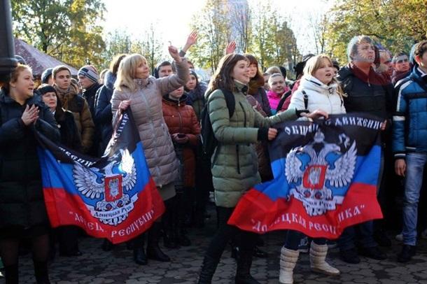 В Донецке прошел митинг в честь Захарченко