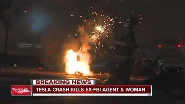 Электромобиль Тесла загорелся и взорвался. Водител погиб