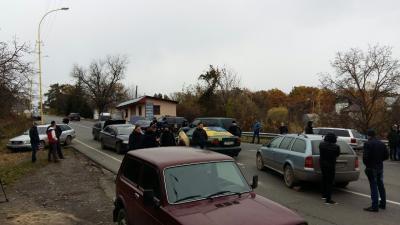 Владельцы автомобилей заблокировали дороги награнице соСловакией иРумынией— ГПСУ