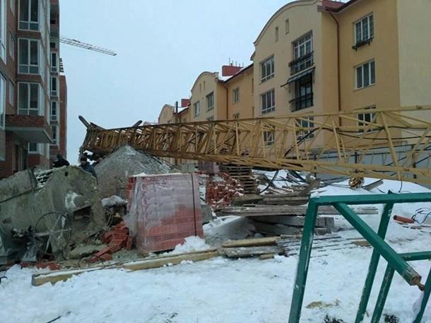 Нановостройке рухнул кран: строитель вкрайне тяжелом состоянии